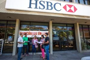 29/02/2016 PORTO ALEGRE/RS/BRASIL : Dirigentes Sindicais fecham a Superintêndencia do HSBC em Porto Alegre no dia Nacional pelo pagamento da PLR no HSBC Foto: Caco Argemi/SindBancários